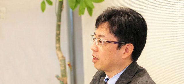 笑顔で話すモスフードサービス田口さん