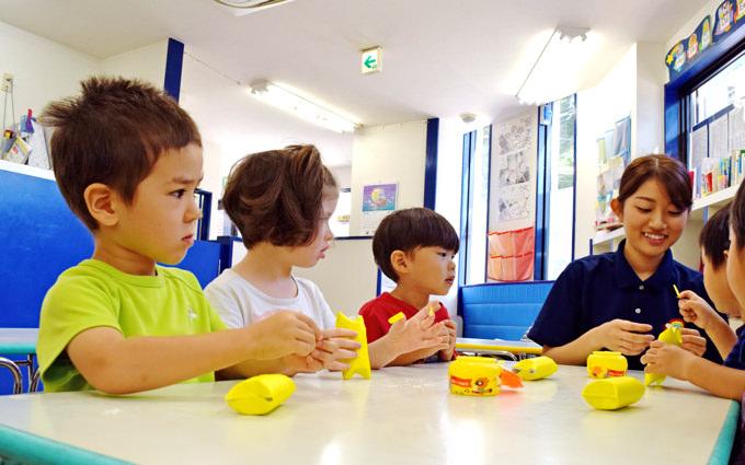 アートの時間は手先をしっかり動かしながら、子どもの創造力を伸ばします。
