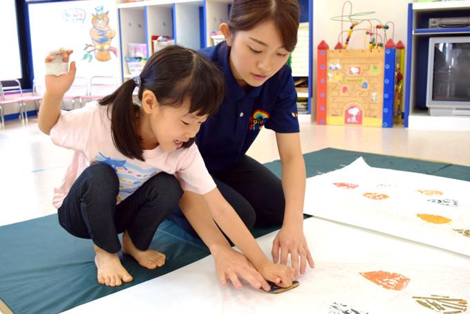 英語・国語・アートなどの各レッスンは年齢別の少人数で集中! 楽しみながら学ぶFUTURE児童園(フュ-チャ-児童園)田端園。