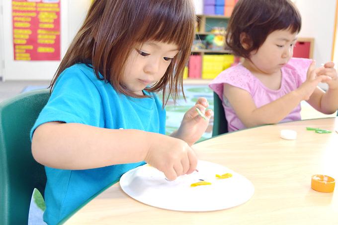 英語習得はもちろんのこと、知りたい気持ち、学ぶ意欲、基礎的な学力、問題解決能力、創造力、経験からの自信…幼児期に育みたい大切な各種能力を伸ばしていきます。