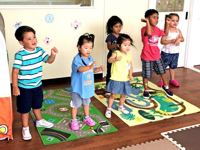 言語教育だけでなく、サイエンス、社会、音楽、ダンス、体育、アートレッスンも充実している「町田インターナショナルキッズスクール」。お子様方のアカデミックスキルと共に、創造性、身体能力、協調性もバランスよく伸ばしていきます。