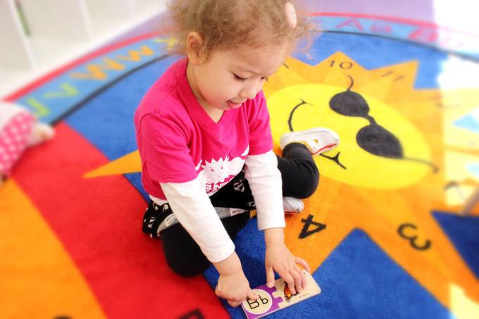 アルファベットの文字と絵をつなげ単語と絵を合わせてしっかり脳で言葉を認識。