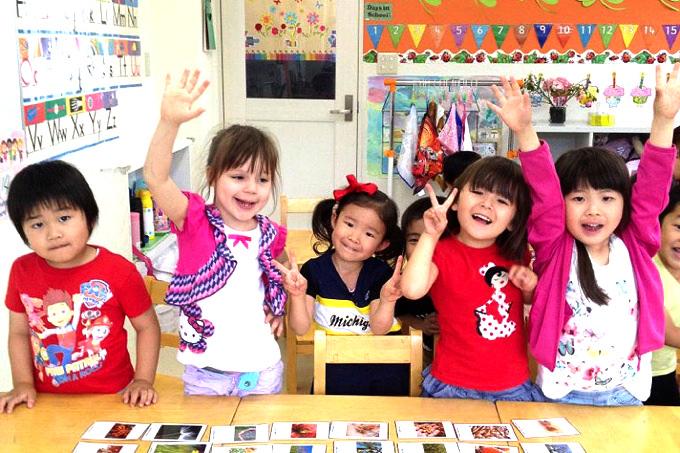 「東京ウエストインターナショナルスクール(Tokyo West International School)は国際色豊かなオールイングリッシュ環境にて、一人ひとりの個性を大切にする温かい少人数制の環境のもと、異文化や他人を思いやる心のある自立した子供を育みます。