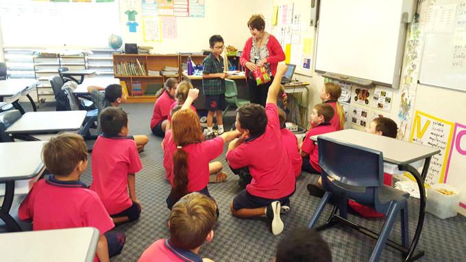 オーストラリア親子留学 オーストラリアの現地小学校ではじめましての自己紹介をしました。みんな大歓迎です!