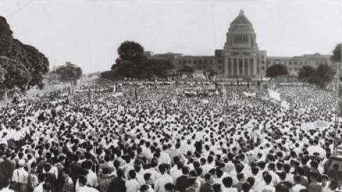 「昭和デモ 国会前」の画像検索結果