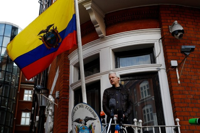 WikiLeaks founder Julian Assange is seen on the balcony of the Ecuadorian Embassy in London, Britain, May 19, 2017. Credit: Reuters/Peter Nicholls