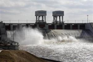 The Daugava river runs through an hydropower station's gate in Latvia, March 30, 2010. REUTERS/Ints Kalnins