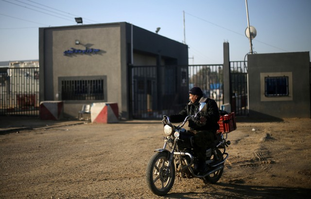 """Israel closes Gaza's only commercial border crossing until further notice"""""""