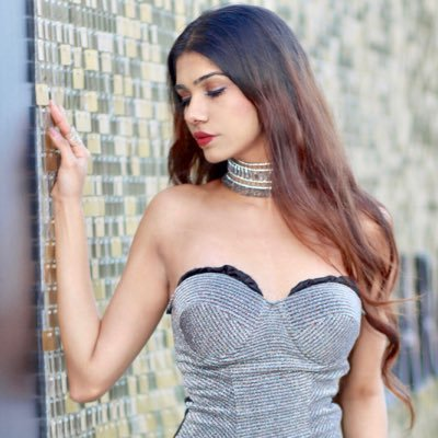 meet-gauri-mehta-influencer-fashion-buyer-model-ss-interview