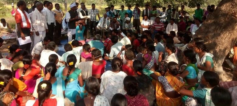 مونگیلی ضلع کے پتھریا تھانہ علاقہ علاقے میں دلت خاتون کے ساتھ گینگ ریپ کرنے والوں کو گرفتار کرنے اور ان کو تحفظ دینے والے رہنماؤں کے خلاف یکجا ہوئے مقامی لوگ