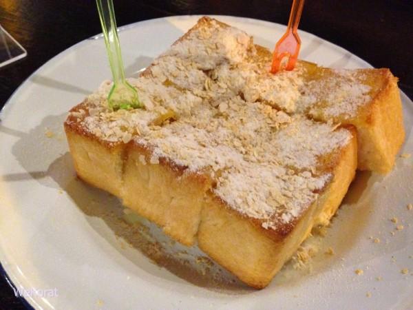 ขนมปังปิ้งเนยนมคลุกฝุ่น-ดูดนมพานิช