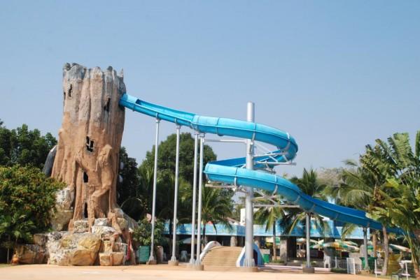 เครื่องเล่นในสวนน้ำสวนสัตว์นครราชสีมา (//www.koratzoo.org)