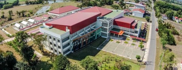 อาคารเกษตรภิวัฒน์ ภายในบริเวณฟาร์มมหาวิทยาลัย ที่ใช้เป็นอาคารเรียนชั่วคราว