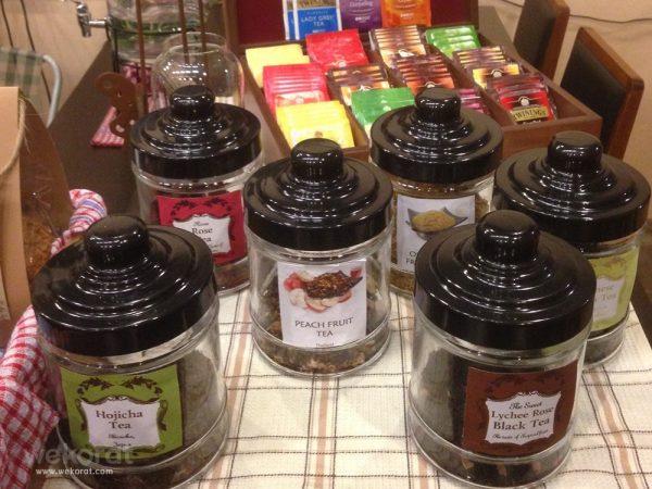 ที่ร้านมีชาหลายแบบ