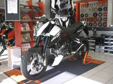 KTM-Duke-R-2011-Launch-117