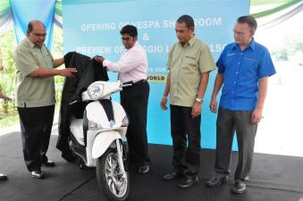 Piaggio Liberty 150cc Launch at New Vespa Showroom - 04