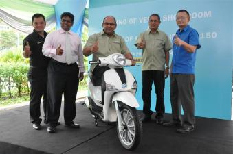 Piaggio Liberty 150cc Launch at New Vespa Showroom - 05
