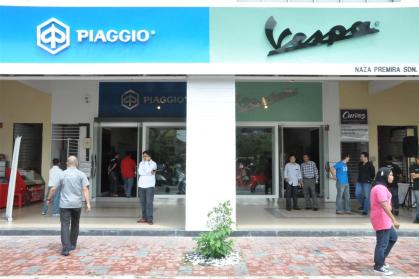 Piaggio Liberty 150cc Launch at New Vespa Showroom - 09