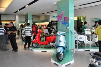 Piaggio Liberty 150cc Launch at New Vespa Showroom - 13
