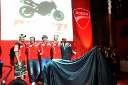 Ducati-Monster-795-Launch-056-Valentino-Rossi