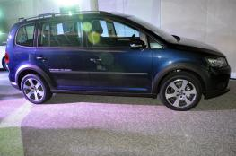 Volkswagen-Cross-Touran-02