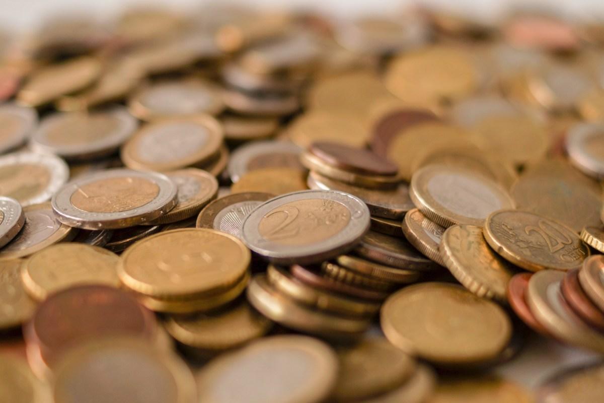 Viele Euro-Münzen auf einem Tisch. Foto: Rudy van der Veen