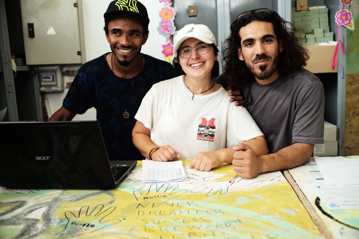 refugees-4-refugees-free-shop-lesbos-greece-medland-project