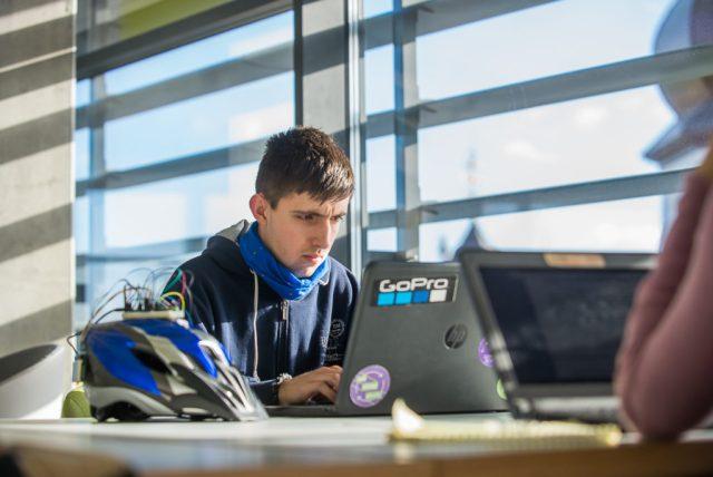 Студент УКУ розробив розумний велошолом, що за нахилом голови показує сигнали поворотів та зупинки - DSC 4524