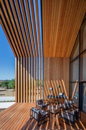 architecture-filipe-saraiva-ourem-house-11-720x1080