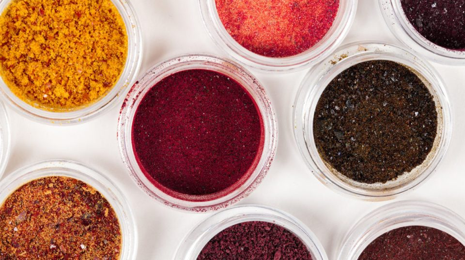 zoom on natural color powders