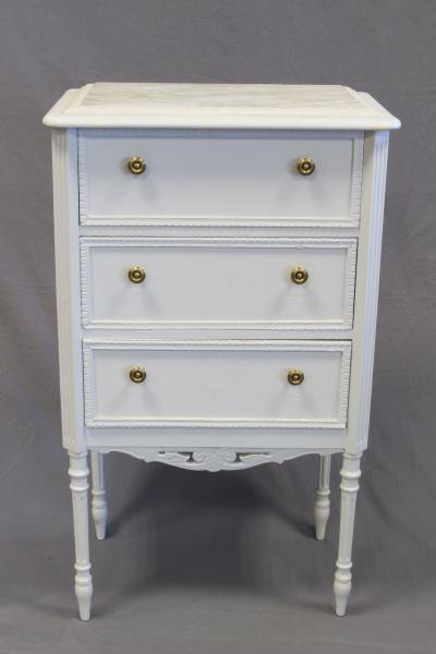 petit meuble a trois tiroirs en bois
