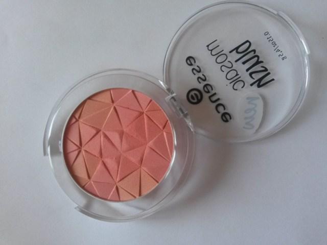 ClioMakeUp-recensione-essence-mosaic-blush-10-macro
