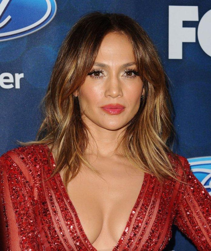 cliomakeup-trend-capelli-primaver-2016-tagli medi-miranda-kerr-hair-Jennifer-Lopez-Straight-Lob