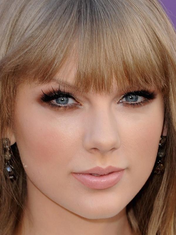 ClioMakeUp-trucco-bionda-occhi-azzurri-capell-rossetto-colore-migliore-taylor-swift-bronzo
