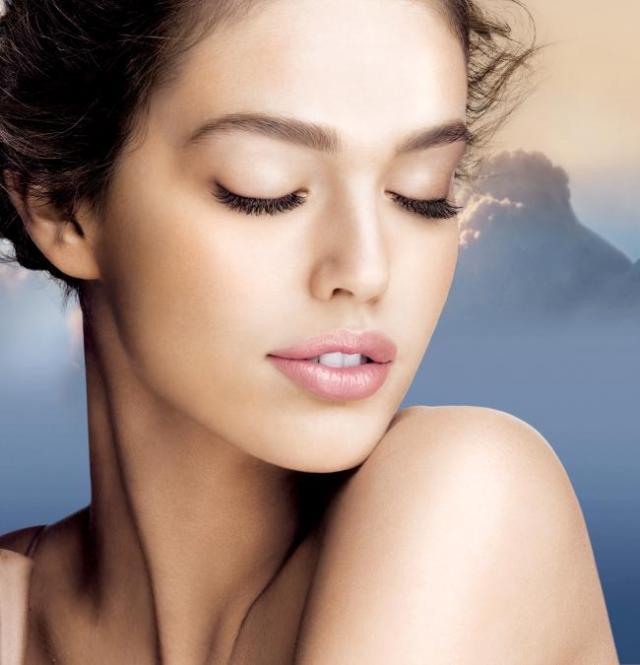 cliomakeup-emily-didonato-beauty-look-occhi-azzurri-trucchi-makeup-maybelline-fondotinta