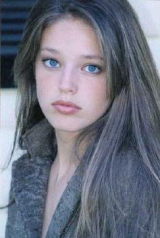 cliomakeup-emily-didonato-beauty-look-occhi-azzurri-trucchi-makeup-giovane