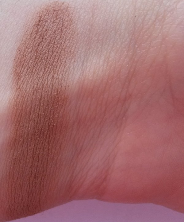 ClioMakeUp-recensione-essence-shape-your-face-contouring-palette-terra-swatch