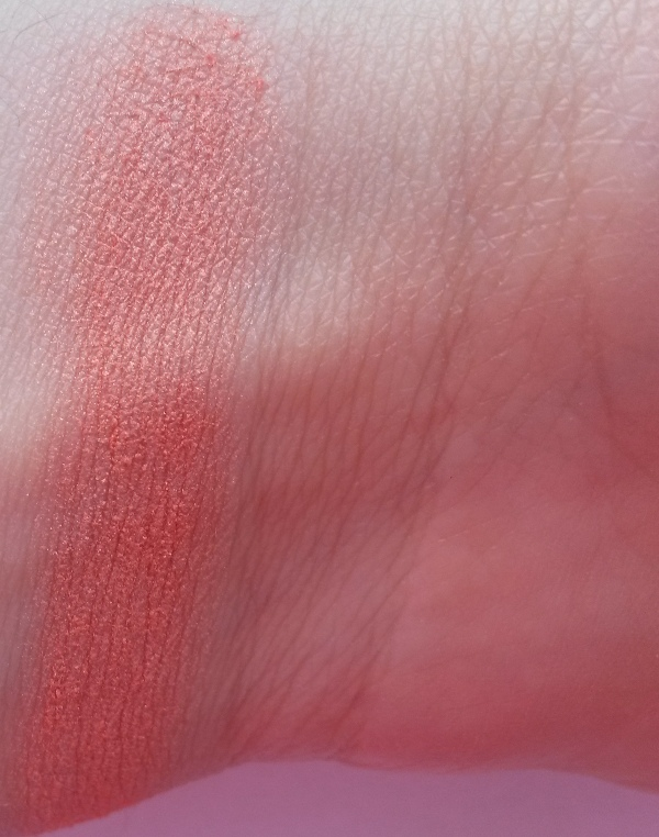 ClioMakeUp-recensione-essence-shape-your-face-contouring-palette-blush-swatch