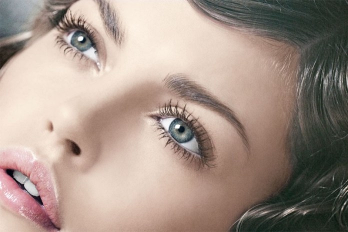 ClioMakeUp-mascara-migliore-incurvante-volumizzante-nero-applicazione-2