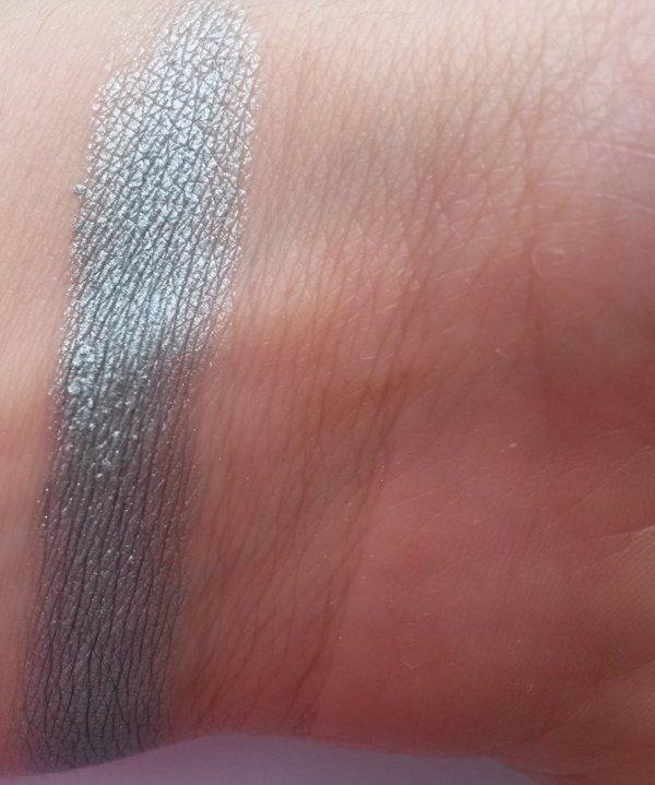 ClioMakeUp-recensione-Essence-I-Love-Soft-Metals-Eyeshadow-Swatch-02
