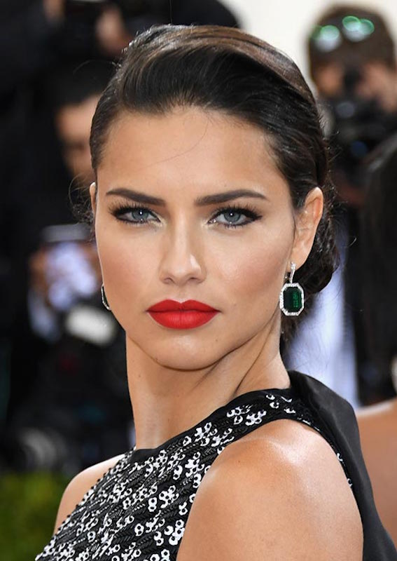 ClioMakeUp-beauty-look-del-met-gala-2016-met-ball-make-up-trucchi-star-adriana-lima-1