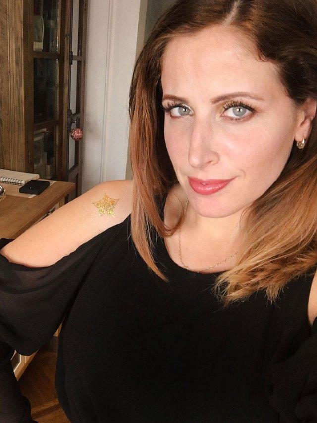 ClioMakeUp-spalle-scoperte-illuminante-tatuaggio