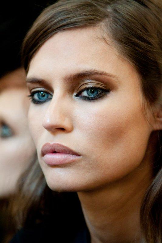 ClioMakeUp-trucco-castana-occhi-azzurri-occhi-labbra-rossetto-ombretto-3