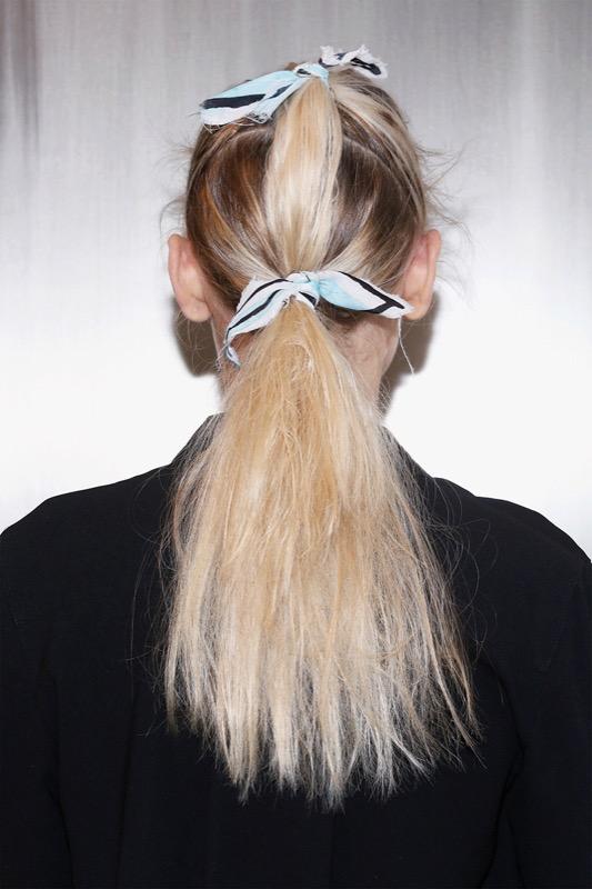 cliomakeup-acconciature-primavera-semplici-capelli-medi-lunghi-code-1.jpg