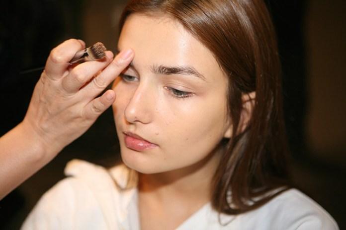 cliomakeup-base-viso-pelle-perfetta-come-ottenerla-pennello-correttore.jpg