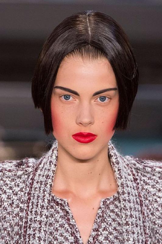 cliomakeup-capelli-orribili-acconciature-disastro-rovinano-trucco-makeup-modella-chanel-haute-couture-4