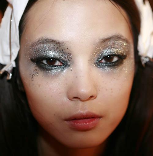 cliomakeup-ciglia-glitter-prodotti-mascara-look-sfilata-1