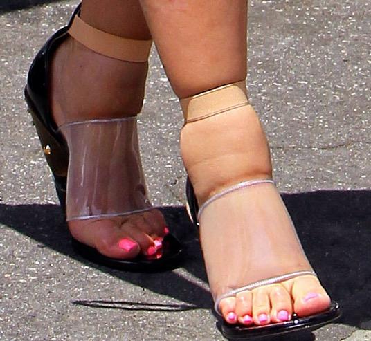 cliomakeup-maschere-piedi-ricette-diy-pedicure-pediluvi-piedi-gonfi-kim-kardashian
