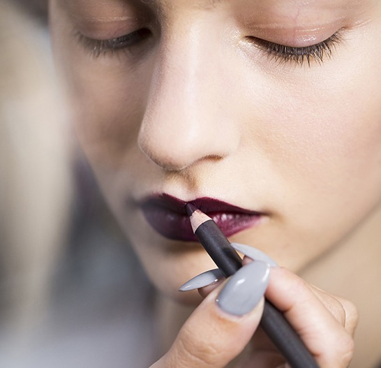 cliomakeup-matite-labbra-colorate-trasparenti-quando-usarle-labbra-coperina