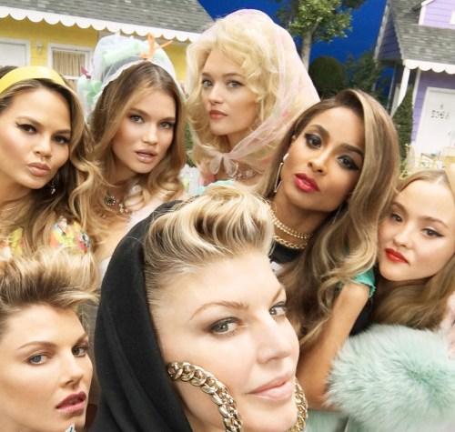 ClioMakeUp-MILF-Fergie-selfie